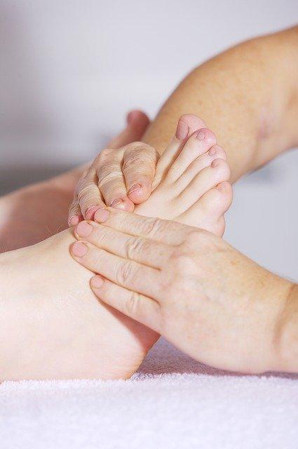 massage du pied en socio-esthétique