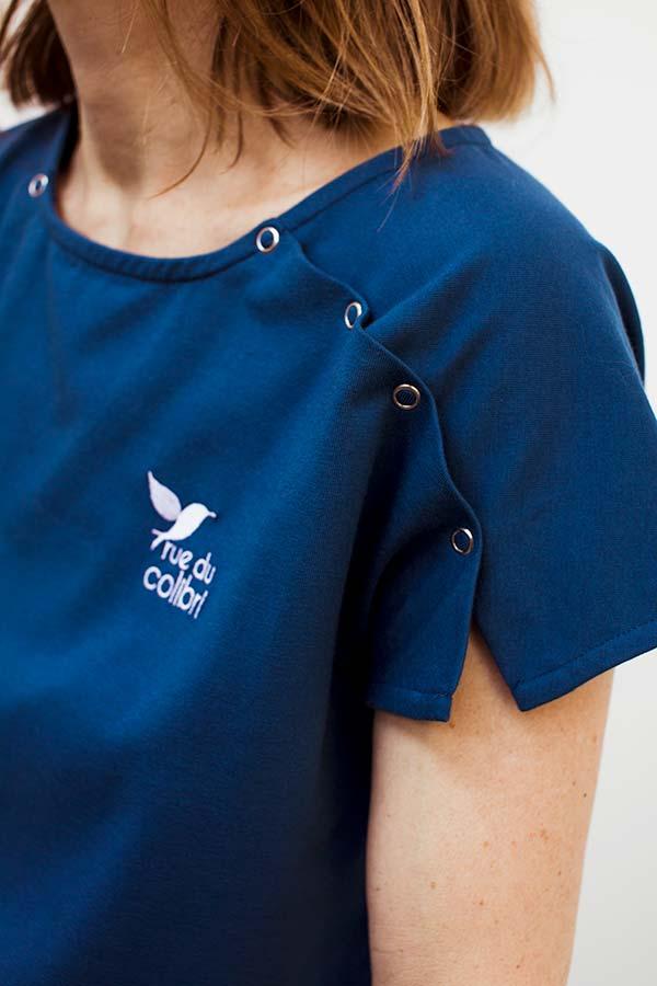 Le détail de la manche courte de la version T-shirt du vêtement pour femme avec un PAC®
